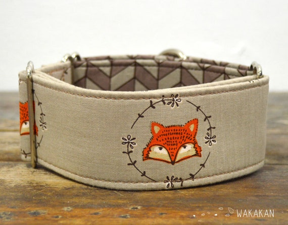 Martingale dog collar model Classy Fox. Adjustable and handmade with 100% cotton fabric. Brown color. Wakakan