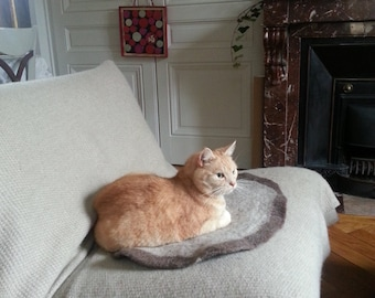 Felted cat bed with paw design - wool pet bed - wool cat bed from eco wool - dog bed - pet furniture - cat furniture