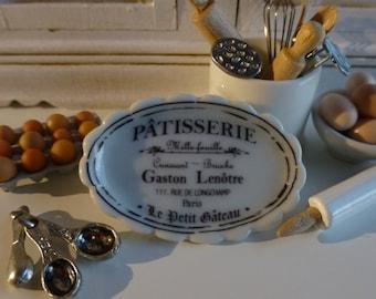 Pâtisserie  Scalloped Ceramic Dollhouse Miniature Tray