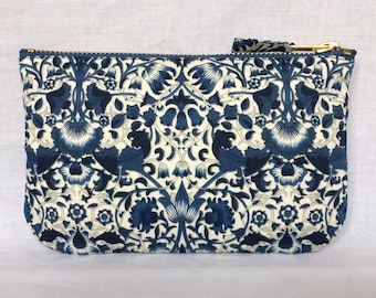 Liberty Purse Tana Cotton Lawn 'Lodden' in navy, blue and ivory, make up bag, clutch bag, pouch or wristlet. Liberty of London.