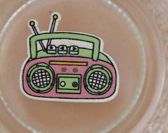button wood radio K7 pink and green