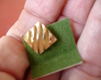 Vintage Tie Tac Goldtone,Simple elegance,small square,5 deep grooves