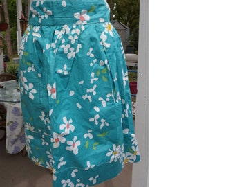 Floral Apron // Apron With Pockets // Half Apron // Womans Apron // Gift For Her //  Vintage Apron