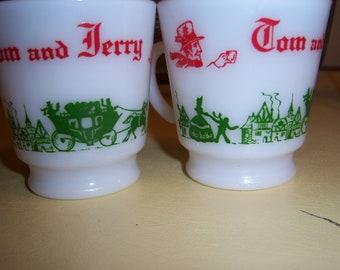 Vintage Hazel Atlas Christmas Tom Jerry White Milk Coffee Eggnog Mugs Cups Green Red Set of Two Nice