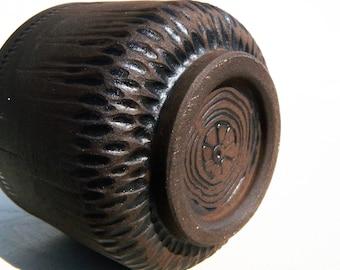 Black stoneware carved Yunomi teabowl woodfired kickweeled by KaouennCeramics