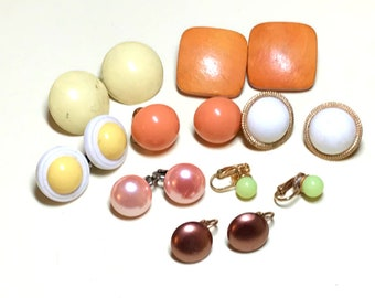 Eight pairs of vintage button earrings, mixed colors, yellow, orange earrings, clip vintage earring lot, vintage jewelry lot 1950s 1960s E83