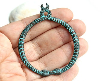 Snake pendant, green patina on copper, 2 snakes metal pendant, Verdigris, Large round pendant, Circle, Greek metal casting - 1pc - F273