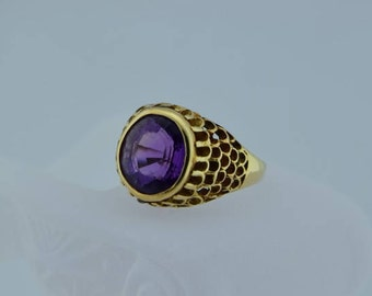 14K YG Amethyst faceted ring 10 x 12 mm oval Circa 1960, Size 9.75