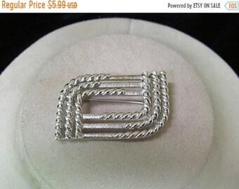 On Sale MONET 1970s Geometric Design Pin Item K #219
