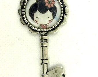 Antique silver pendant with picture of little geisha