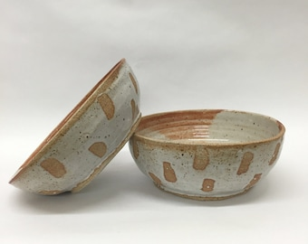 stoneware bowl // white and gray speckled glaze // raw clay