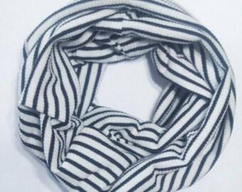 B/w stripes baby scarf
