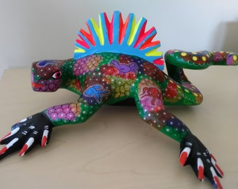 Iguana alebrije from Oaxaca, Mexico- Oaxacan lizard folk art - Mexican wood carving