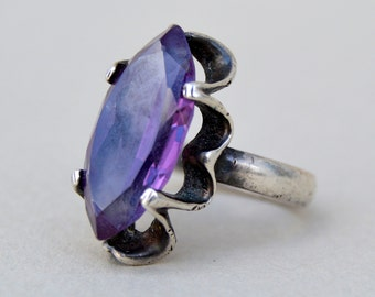 Vintage. Heavy Ring Beautiful Sterling Silver Chunky Purple Glass