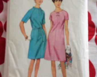 1960s 60s Original Vintage Sewing Pattern MOD A-line Shift Dress Simplicity 6896 Bust 34