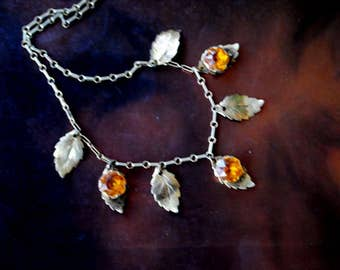 Art nouveau vintage 40s , gold tone metal, delicate , choker necklace with a dangle, hammered leaves and topaz.