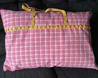 Pillow carry tote