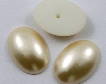 18mm x 25mm Dark Matte Cream Pearl Oval Cabochon #537