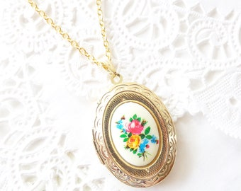 Gold Vintage Locket Necklace - Gold Oval Floral Locket - Vintage Flower Limoges Locket Necklace - Flower Cameo Cabachon Locket - Keepsake
