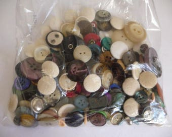 Wholesale lot of 191 grams of various buttons