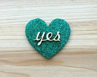 """Green Glitter """"Yes"""" Heart Brooch"""