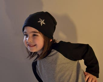 Hat / beanie in black with bright star