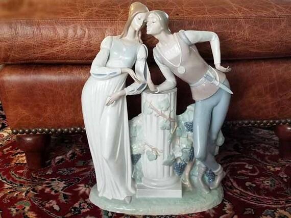 Vintage Lladro porcelain glazed figurine Romeo and Juliet, Spain, Spanish, home decor, figural, ceramic, lovers, Lladro figurine, MINT