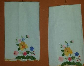 2 Embroidered Applique Linen Handtowels - Vintage Linens - Floral - Home Decor