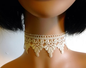 Ivory Lace Choker Necklace with Key Charm, Retro 90s choker, Steampunk Necklace, Cosplay Jewelry, Cream Lace Ribbon Necklace