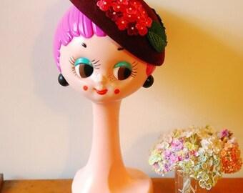 Vintage retro 60's Twiggy Head doll in fiberglass material, Classics hat display