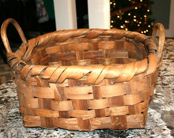 Large Rustic Woven Basket//Primitive Farmhouse Decor//Gathering Basket//Vintage Basket