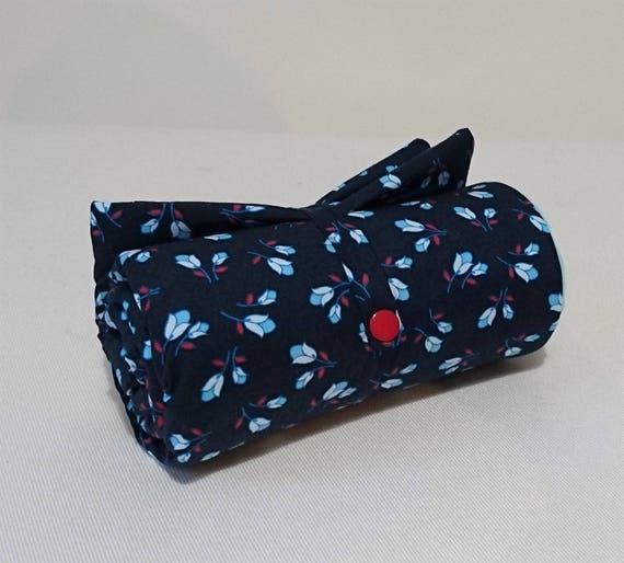 matelas tapis langer bleu nuit et bleu ciel motifs fleurs. Black Bedroom Furniture Sets. Home Design Ideas