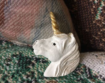 White unicorn magnet with golden horn