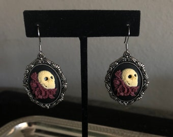 Skull roses cameo steampunk silver earrings