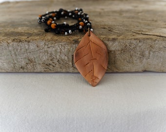 Jewel for woman, Necklace with beads, handmade copper leaf pendant, vintage style, boho chic, black, copper, camellia leaf