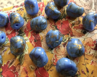 8 Vintage West German 13mm Periwinkle & Gold Thread Glass Beads