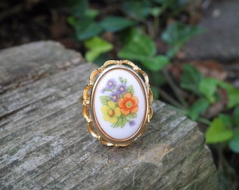 Vintage Avon Locket Ring - Floral Cameo Statement Ring - Retro 70s French Flowers Poison Locket Flower Bouquet Cocktail Ring Gift For Her