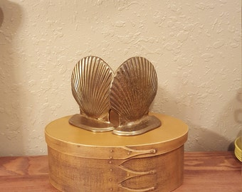 Vintage brass shell bookends.  Vintage nautical, coastal decor.
