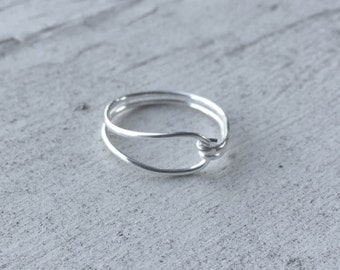 Pretty Closed Loop Silver Wire Ring