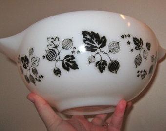 large VINTAGE white milk glass pyrex Cinderella mixing bowl Gooseberry pattern unused condition