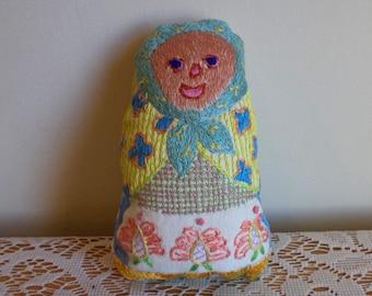 Petite Babouchka, brodé à la main, peluche, poupée, petit, coloré, grand-mère, foulard, matriochka, fleurs, châle