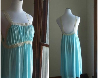 Vintage backless nightgown short light sky pastel blue lace medium large women's ivory ruched silky synthetic romantic