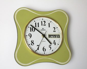 VEDETTE 1960s Atomic Age Vintage French Chartreuse-Apple Green-Wall Clock-Funky Freeform Shape-Perfect Working Condition-DAY + DATE Calendar