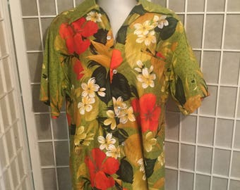 Sale: Rare 1960s Men's Hawaiian Shirt Medium to Small