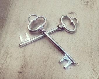 6 - Skeleton Key Charms, Silver, Vintage Key, Vintage Jewelry Supplies Simple Oval (BD091)