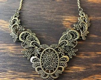 VTG 90er Jahre Vintage ziemlich Bronze filigrane Bib Halskette Halsband Boho böhmischen romantische Filligree verzierten Statement-Schmuck