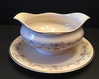 Arcadia Old Ivory ~ Gravy Boat with Attached Underplate ~Syracuse China ~ Made in America ~ Vintage