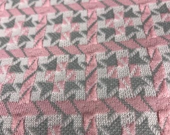 vintage retro pink and gray houndstooth 1980s polyester fabric 66 x 79 inches