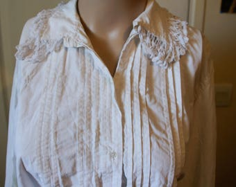 Old shirt girl 3/4 sleeves with lace vintage white.  Style 1940 and before