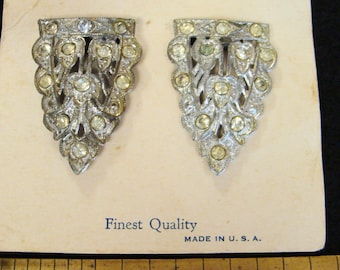 Vintage dress clips on original card